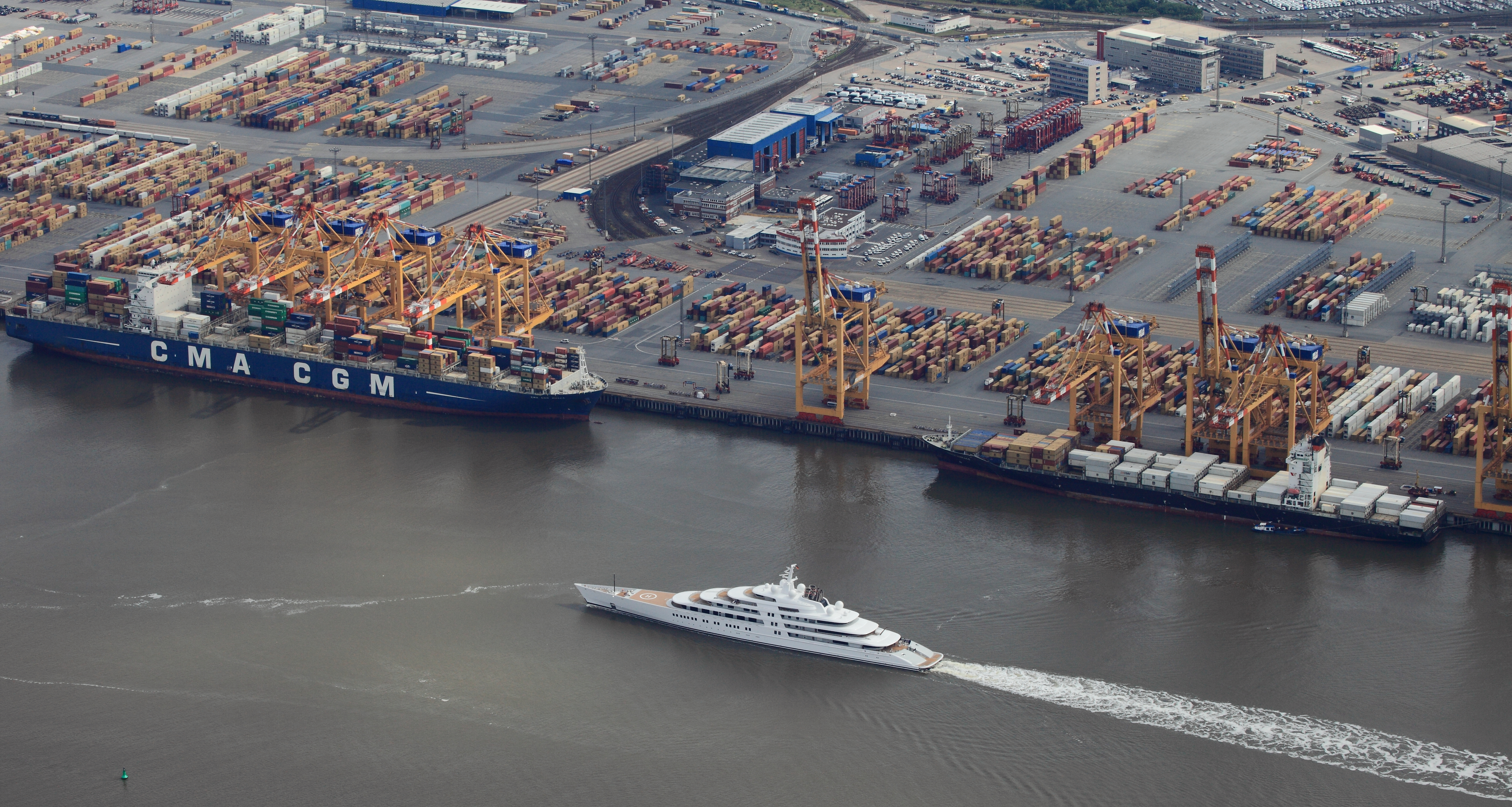Meet The Azzam The World S Largest Superyacht Cnn Travel