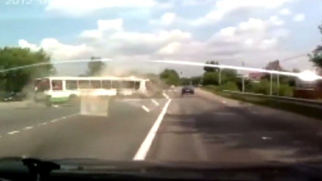 Dash cam shows Russian bus crash