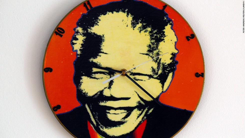 <strong>POLAND:</strong> A clock in Warsaw is made out of an old vinyl record and painted with Mandela's headshot.