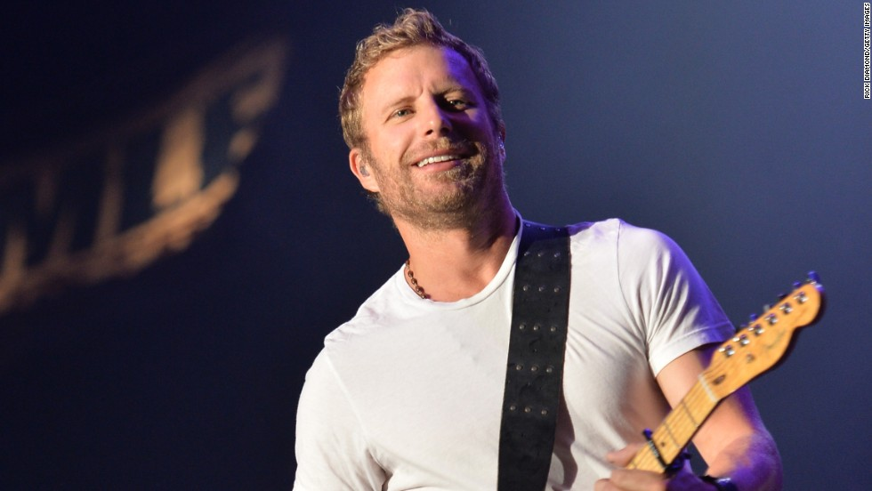 Dierks Bentley comes home and jams to raise funds at the Country Cares Concert in Prescott, Arizona.