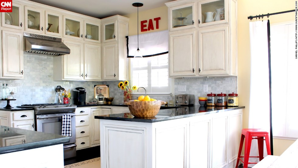 "<a href=""http://ireport.cnn.com/docs/DOC-1007848"">Carmel Phillips</a>, of Lexington, Kentucky, said the marble subway tile backsplash was one of the best decisions she made in her <a href=""http://www.ourfifthhouse.com/2012/08/kitchen-tour.html"" target=""_blank"">kitchen's minirenovation</a>."