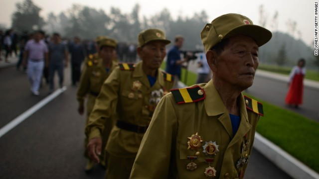 North Koreans honor veterans