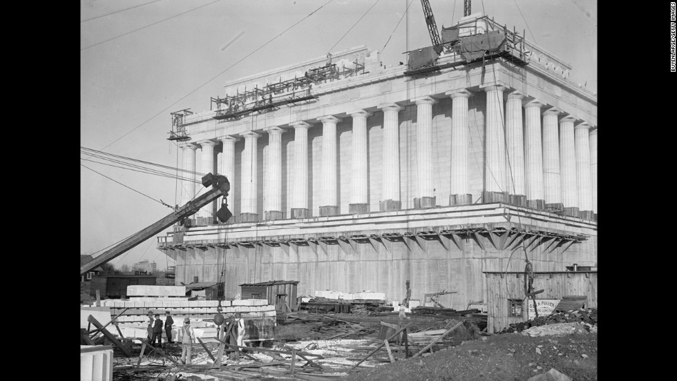 Cranes lift blocks of marble to the top of the structure in 1914.