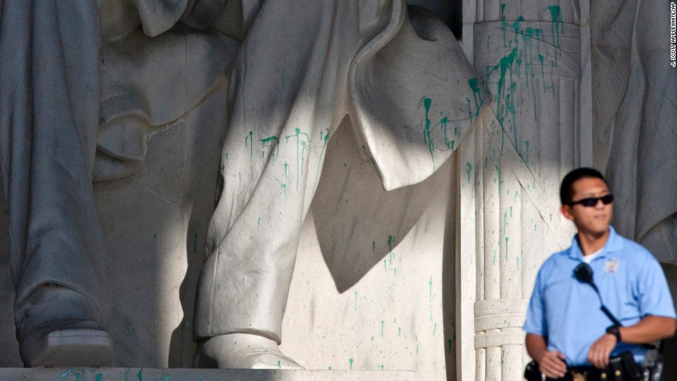 Lincoln's statue was vandalized with green paint in 2013.