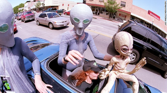 Groups dressed as aliens ride through downtown Roswell, New Mexico, in July 2000 as they participate in the annual UFO Encounter.