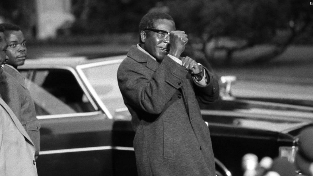 Mugabe jokingly puts up his fists for the media in Geneva in 1974.