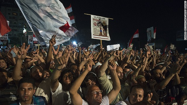 Pro-Morsy protesters defy order to leave