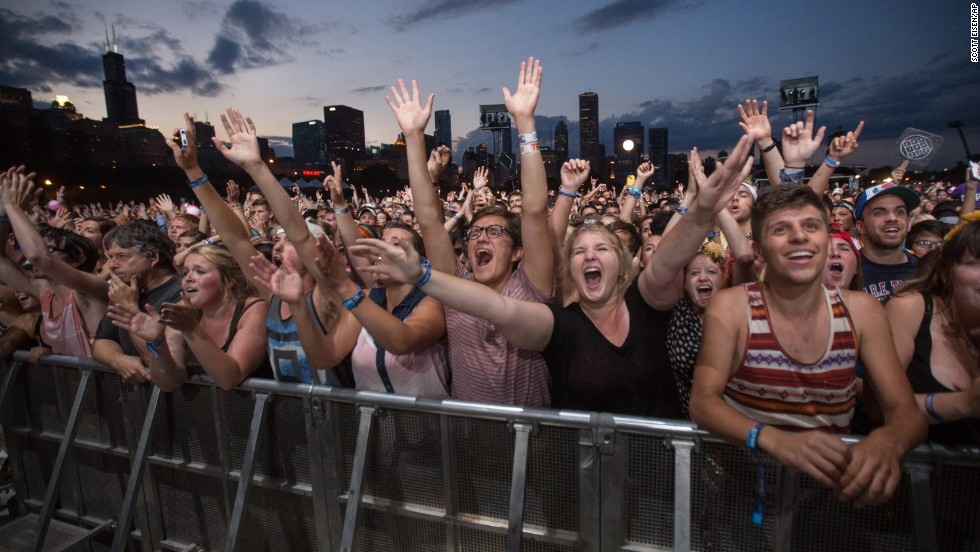 Fans yell as Mumford & Sons takes the stage on the second day of Lollapalooza 2013 on Saturday, August 3.