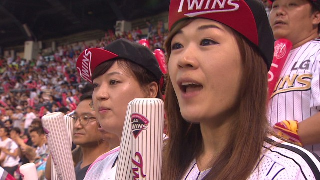 lee south korea female baseball fans_00001022.jpg