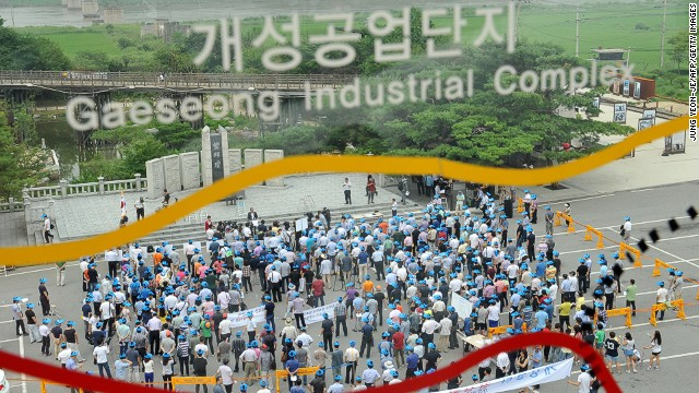 S. Koreans from Kaesong-based companies rally at Imjingak peace park in Paju near border with N. Korea on August 7, 2013.