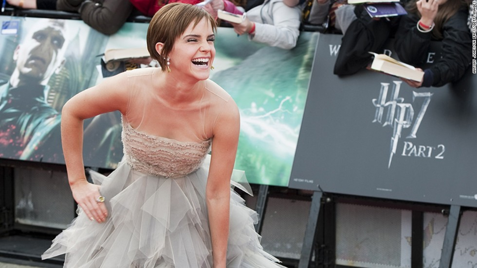 "Emma Watson spent 10 years playing Hermione Granger in the ""Harry Potter"" franchise, so when the series ended she also said good-bye to Hermione's long hair. The cut paid off for Watson, though -- <a href=""http://marquee.blogs.cnn.com/2011/12/29/emma-watson-bieber-boast-2011s-most-influential-hair/?iref=allsearch"" target=""_blank"">it was named the most influential hairstyle of 2011.</a>"