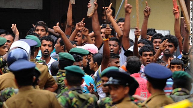 Buddhist mobs wave sticks in the Sri Lankan capital Colombo on August 11, 2013.