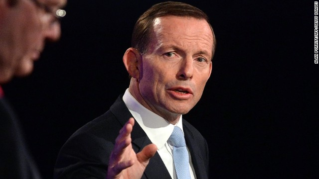 Tony Abbott (R) debates Australian Prime Minister Kevin Rudd at the National Press Club in Canberra,  August 11, 2013.