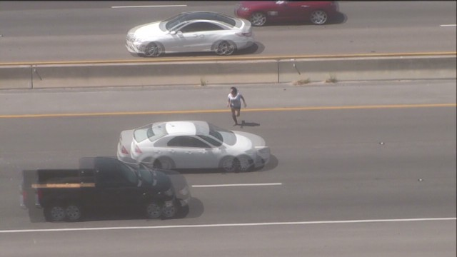 pkg alleged shoplifter runs across highway _00000709.jpg