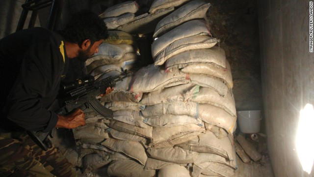 Image #: 24061016    A Free Syrian Army fighter holds his weapon as he takes position behind piled sandbags in al-Jdeideh neighbourhood in the old city of Aleppo August 27, 2013. REUTERS/Ammar Abdullah  (SYRIA - Tags: POLITICS CIVIL UNREST MILITARY CONFLICT)       REUTERS /STRINGER /LANDOV