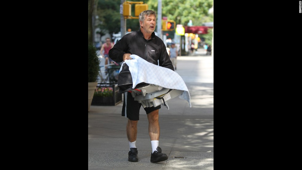 Stars and photographers sometimes have contentious relationships. Around 12:30 p.m. on August 27, both Alec Baldwin and a photographer called the police to report an incident. It seems a standoff ensued after the photographer got too close for Baldwin's liking while he was with his wife, Hilaria, who just gave birth to their daughter Carmen.