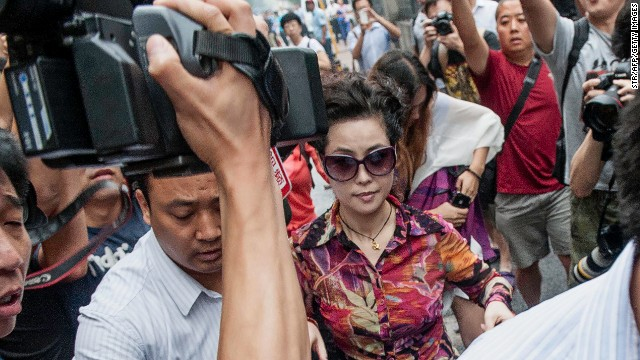 Famed Chinese military singer Meng Ge makes her way to the Beijing courthouse where her teen son faces rape charges.