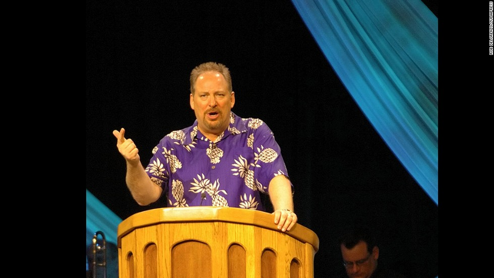 Warren speaks to his congregation at Saddleback Church in 2005.
