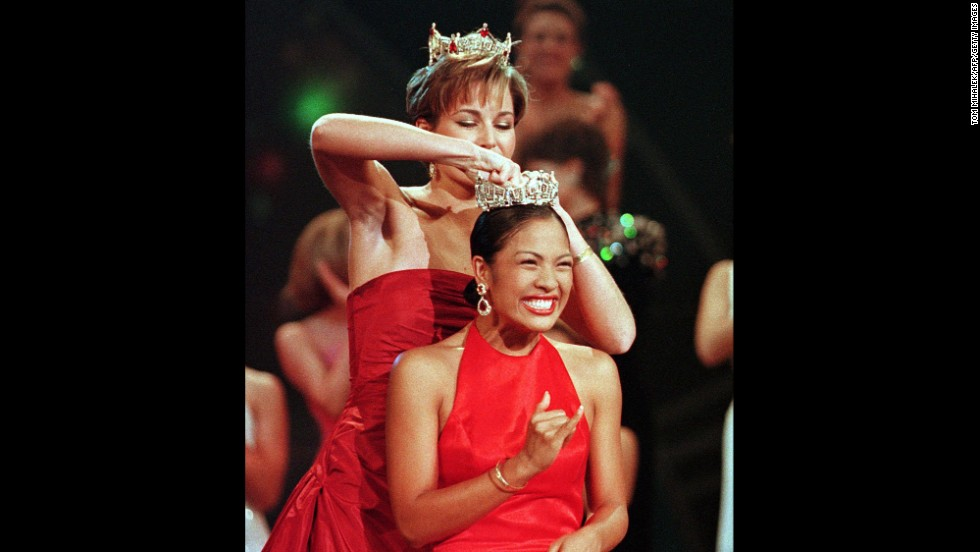 Miss Hawaii Angela Perez Baraquio, front, smiles as she is crowned Miss America 2001.
