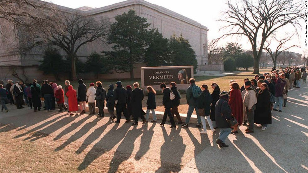 Tourists line up outside the National Gallery of Art in Washington on January 5, 1996. It was one of the few government buildings open during the shutdown thanks to the assistance of private funds.