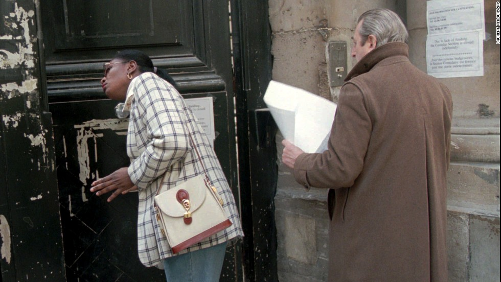 People trying to apply for visas at the U.S. consulate in Paris on January 5, 1996, are told that the building is closed because of the U.S. budget crisis.