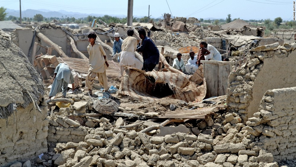 People look for belongings on on September 25, amid the rubble of their destroyed homes after an earthquake.