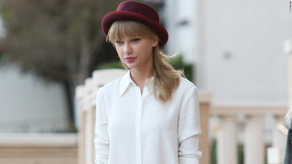 Taylor Swift gets in some fall shopping on September 29.