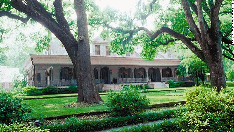 "Myrtles Plantation House: Built in 1796 in St. Francisville, Louisiana, this Tidewater-style neoclassical mansion is said to be <a href=""http://www.myrtlesplantation.com/history.html "" target=""_blank"">haunted by a ghost named Chloe</a>, a slave who was abused and met a tragic end."