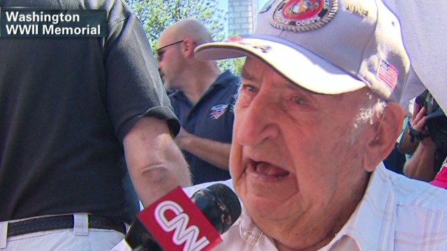 Determined veterans visit WWII Memorial
