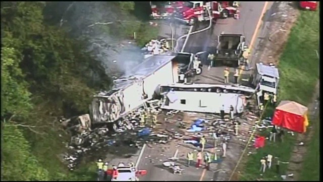 Tennessee bus crash leaves 8 dead