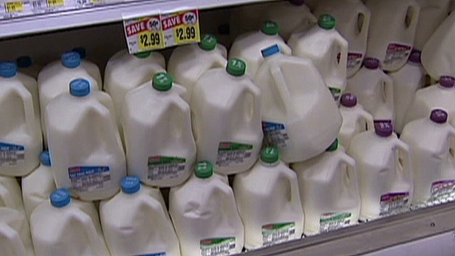 cnnee alvarado us dairy prices and shutdown_00002609.jpg