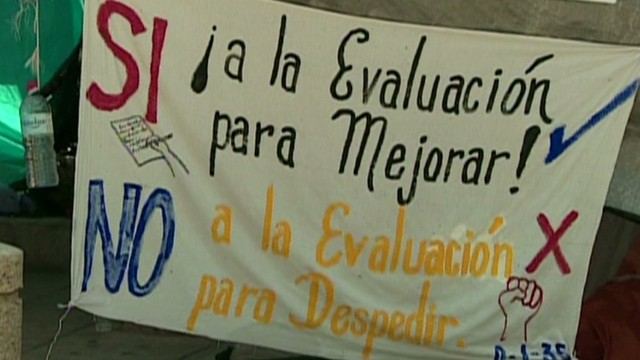 cnnee alis mexico teachers hit the streets_00001212.jpg
