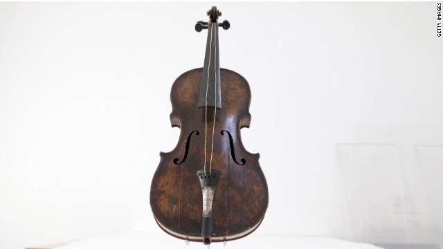 pkg azuz titanic violin auctioned_00002007.jpg