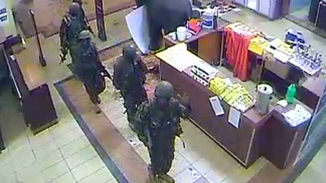 Soldiers looting at Kenya Westgate Mall?