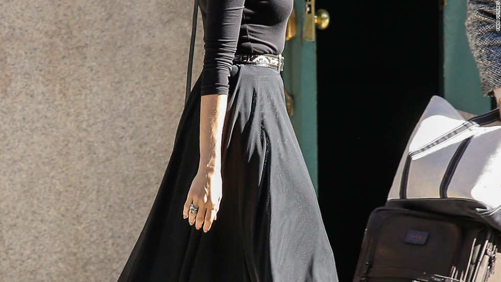 Eva Mendes does ladylike chic on the streets of New York on October 21.