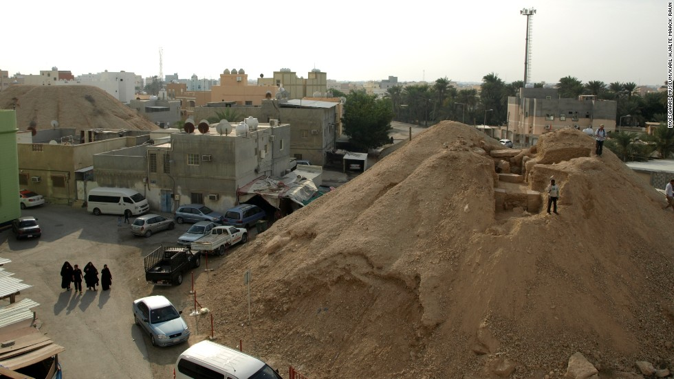 In Bahrain, development chips away at world's largest, oldest burial site