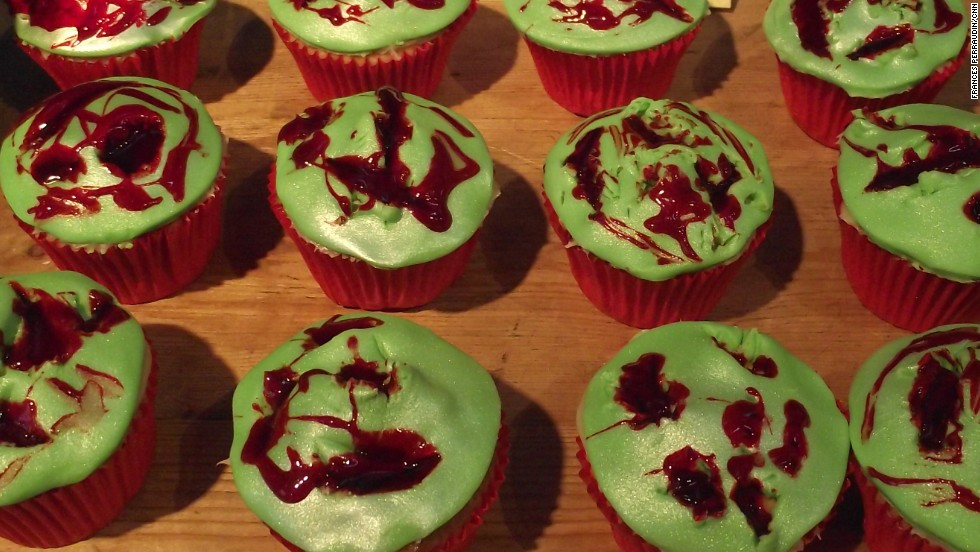 "Wounded mermaid skin, with delicious edible blood, from <a href=""http://www.denisebakescakes.co.uk/"" target=""_blank"">Denise Bakes Cakes.</a>"