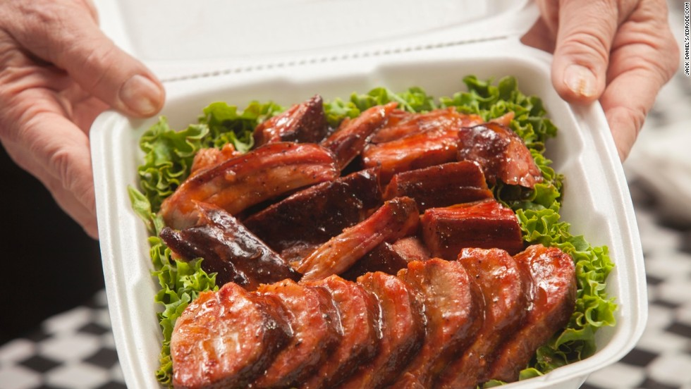 Except for the 'cook's choice,' sauce and dessert categories, meats are presented in a numbered box for display to the judges. Almost all competitors arrange the meat atop a bed of lettuce or parsley, and no garnishes or other potential markers are allowed.