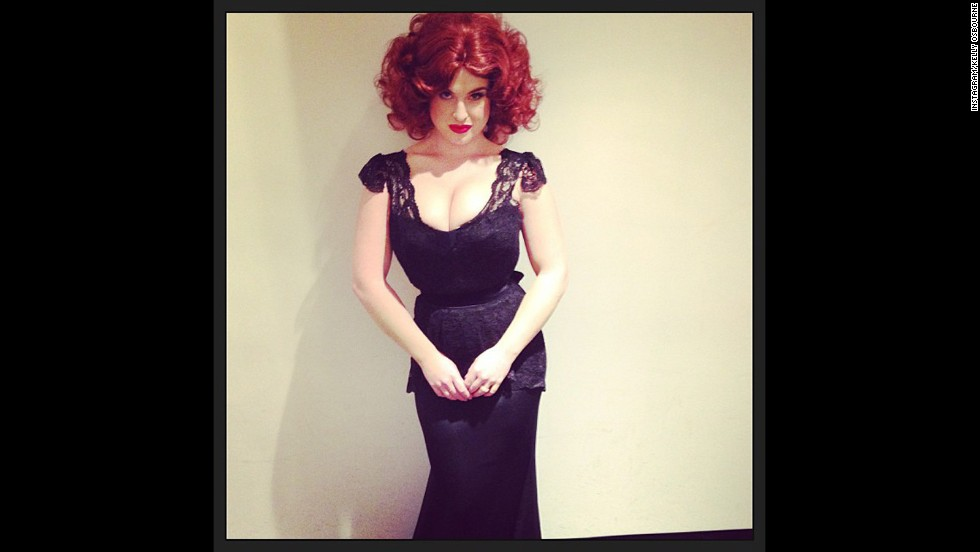 "Kelly Osbourne surely drove onlookers ""Mad"" when she dressed up as screen siren Christina Hendricks for an E! Halloween special."