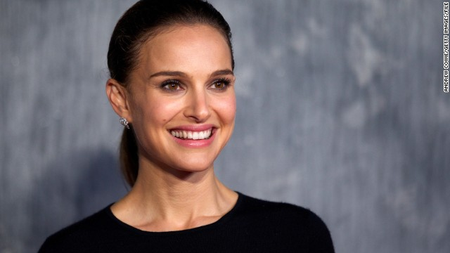 US actress Natalie Portman attends the world film premiere of 'Thor, The Dark World' in central London on October 22, 2013. AFP PHOTO/ANDREW COWIE (Photo credit should read ANDREW COWIE/AFP/Getty Images)