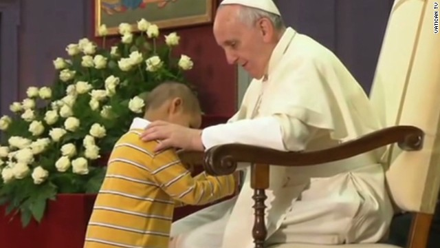 Kid steals the show from the Pope