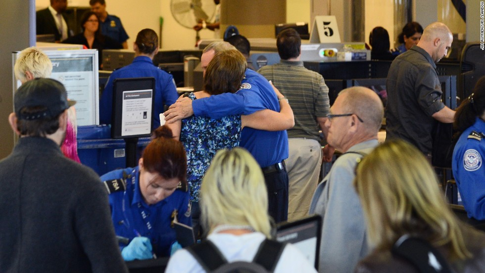 In wake of LAX shooting, TSA recommends checkpoint changes