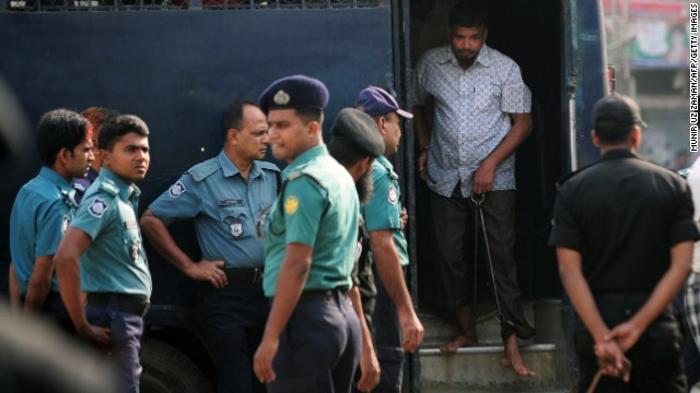 Handcuffed Bangladesh Rifles (BDR) soldiers arrive at the special court in Dhaka on November 5, 2013.