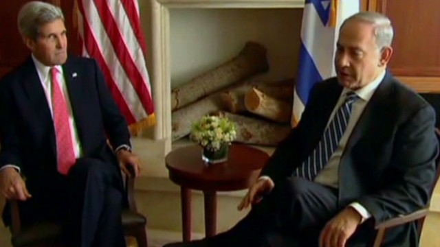 Kerry prods Israel, Palestinians on peace