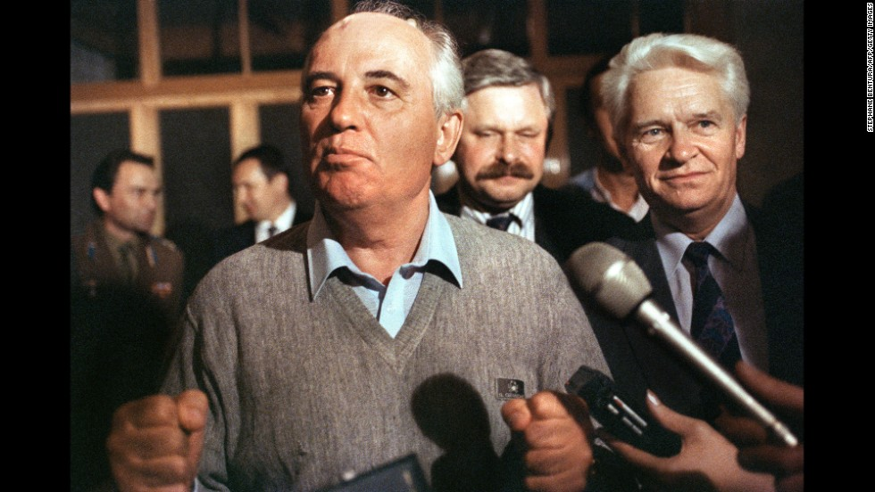 Gorbachev makes his first appearance after a failed coup in 1991.