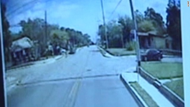 pkg bus crashes into house_00011221.jpg