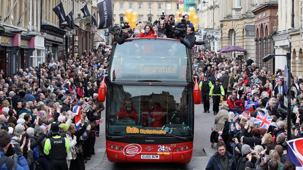 On her return to her hometown of Bath, Williams received a hero's welcome and embarked on an open-top bus tour of the city.