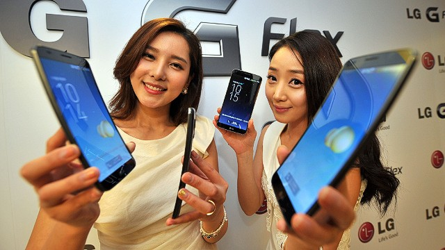 "South Korean models show LG Electronics' curved-screen smartphone ""G Flex"" during a media event to unveil the new product at the company's headquarters in Seoul on November 5, 2013. The G Flex has a 6-inch plastic OLED display that curves inward from top and bottom. The device will hit the market in South Korea next week. AFP PHOTO / JUNG YEON-JEJUNG YEON-JE/AFP/Getty Images"
