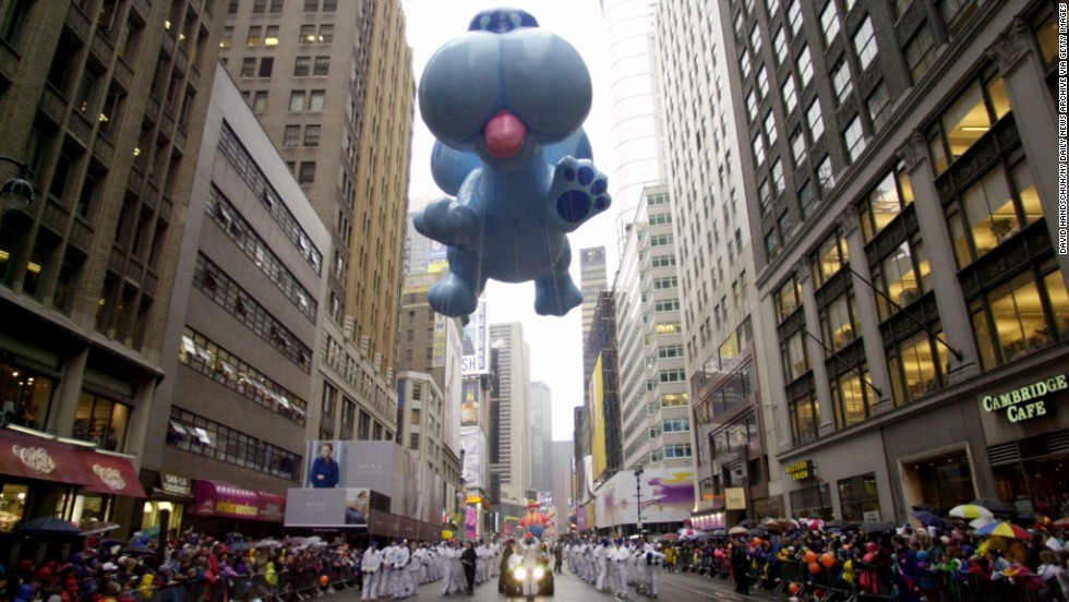 "<strong>Blue (1999):</strong> The dog from the animated show ""Blue's Clues"" floats high above the parade."