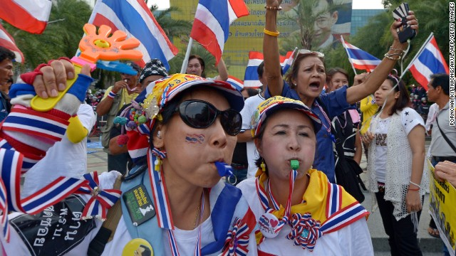 Thai protesters march to oust government